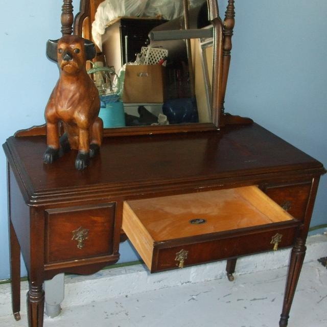 Antique Vanity Made By Bell Furniture Company - Best Antique Vanity Made By Bell Furniture Company For Sale In