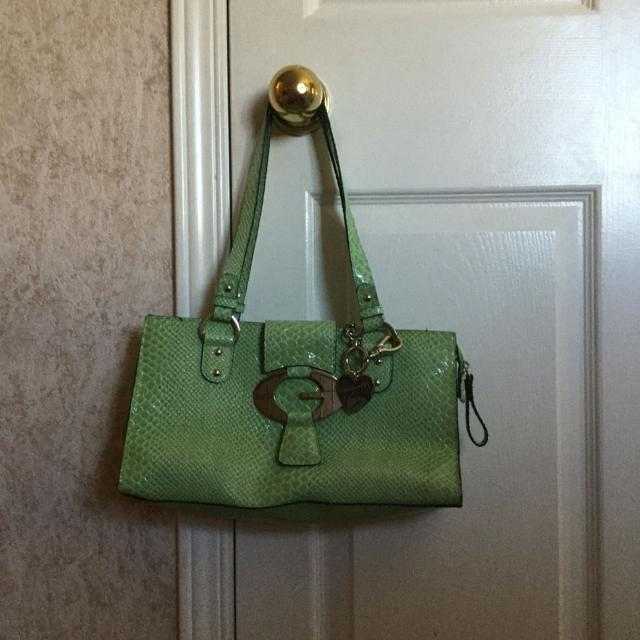 6faf1a4c9eb6 Find more Green Guess Purse. Reduced Price. for sale at up to 90% off