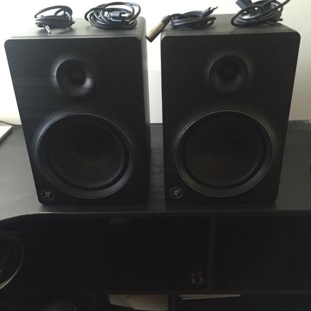 MACKIE powered speakers (read description)