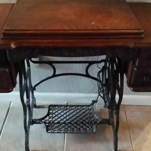 Honeymoon Antique Sewing Machine with Cabinet - Best Honeymoon Antique Sewing Machine With Cabinet For Sale In El