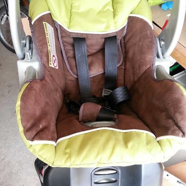 EUC Rear Facing Infant Car Seat Comes With Winter Cover And Carseat Toy