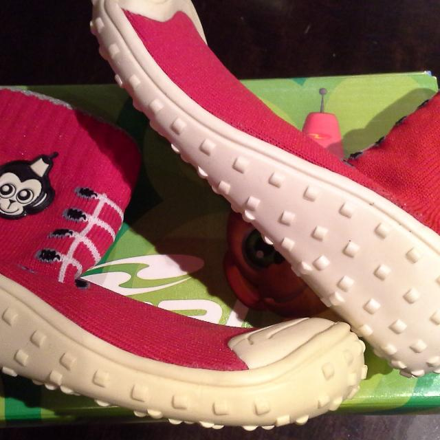 3f0b2d6e9555 Find more New Unisex Sz.9 Bical Water Shoes   Slippers- Red Monkey ...