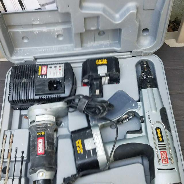 Senco SS -14 4V and DS200-14 4V Cordless Screw Gun Kit