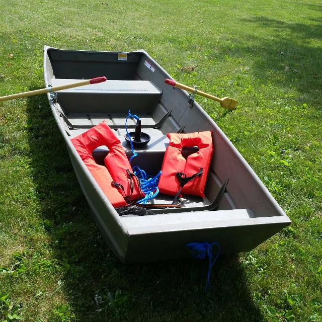 Find more 10 ft jon boat used 4 times for sale at up to 90 for Used fishing boats for sale in wisconsin
