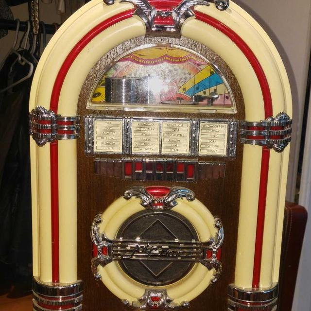 PRICE REDUCTION   Old time classic jukebox,