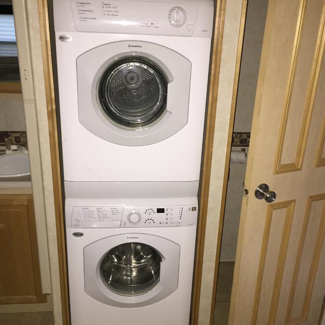 Ariston Splendide Stackable Front Loader Washer & Dryer for 5th Wheel, RV,  Camper or Small Apartment.