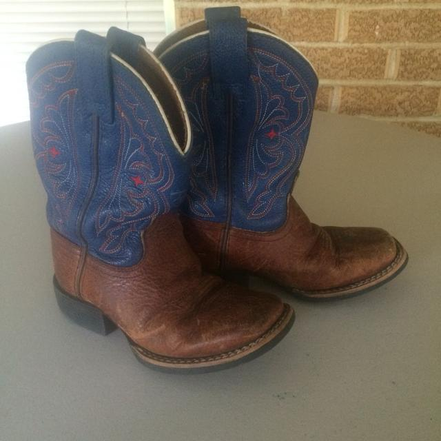 d414a11f3f5 ARIAT BOYS' size 9 COWBOY BOOTS -SQUARE TOE