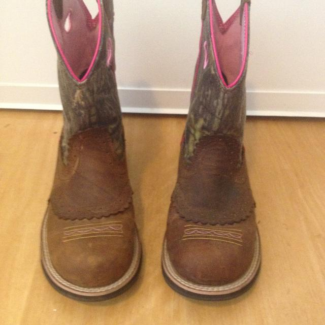 9385b6fb809d Find more Ariat Camo Fatbaby Cowgirl Boots Womens Size 9b for sale ...