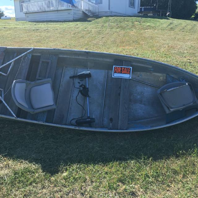 12ft Aluminum Boat w/trolling motor perfect for Spring Valley, Moose Creek  & Elk River