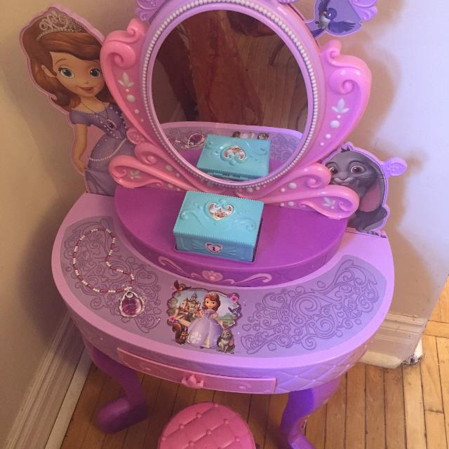 Best Princess Sofia Dress Up Vanity Table Motion Sound For Sale In Brockton Village Ontario For 2020