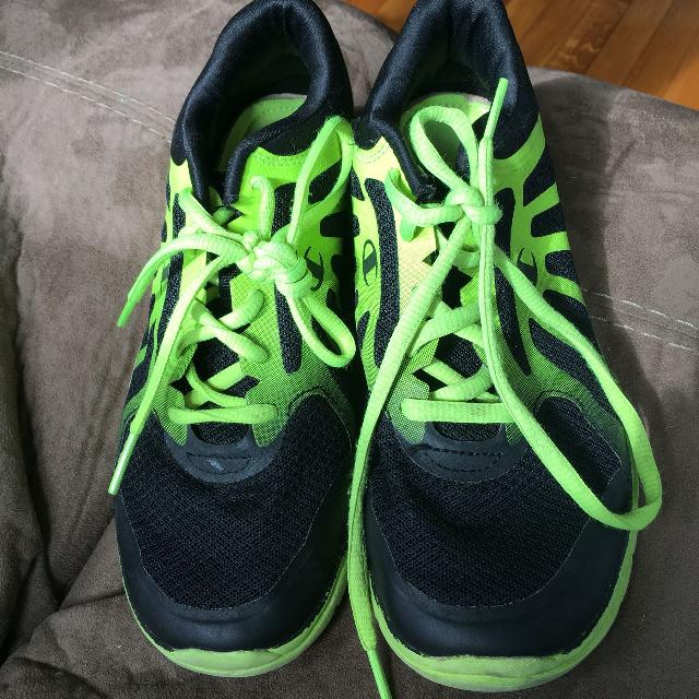 22789b701b6be Best Size 4 Boys Champion Brand Tennis Shoes for sale