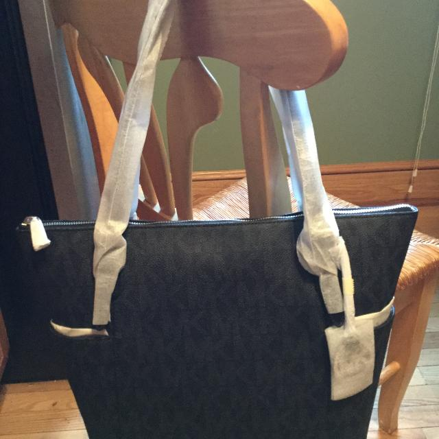 e26632b7f6ad Best Authentic Michael Kors Bag for sale in Lynn
