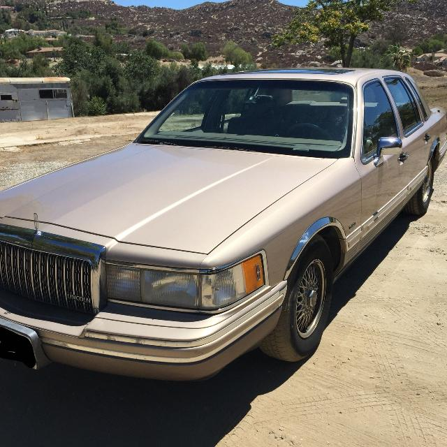 specs car strongauto photos lincoln town and