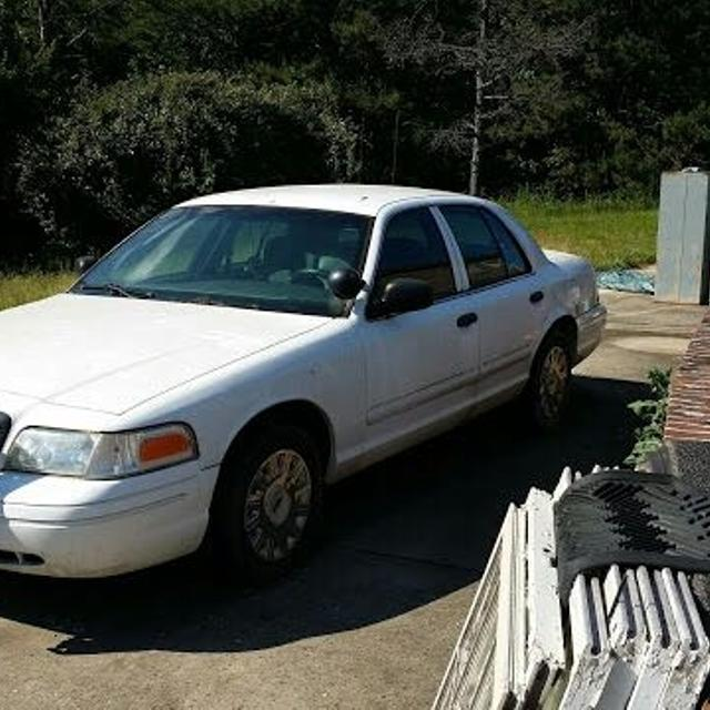 2003 crown Vic police car p71<