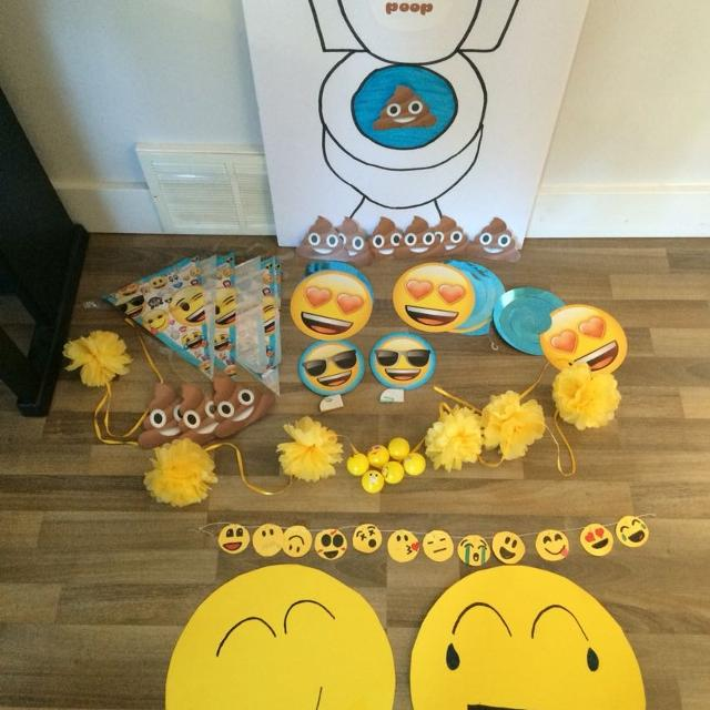 Find more emoji birthday party decorations for sale at up for Decoration emoji