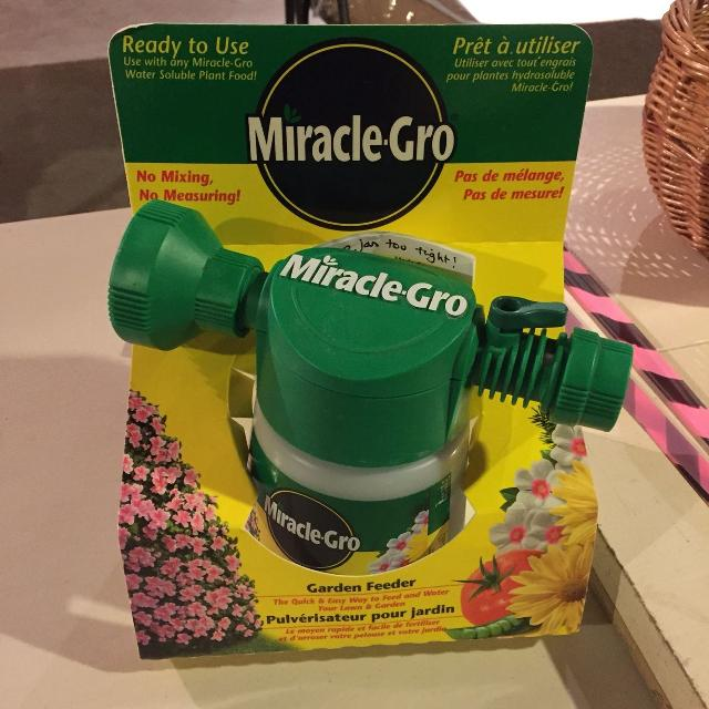 Miracle Gro Garden Feeder With Plant Food Euc
