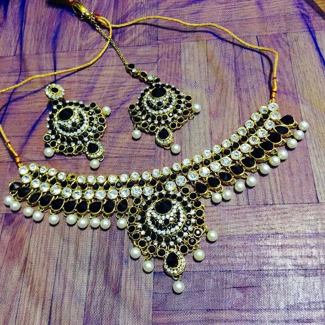 Indian bridal jewellery set kundan tikka pearls shadi dulhan saharey mattha  Patti headpiece bridal Pakistani black gold
