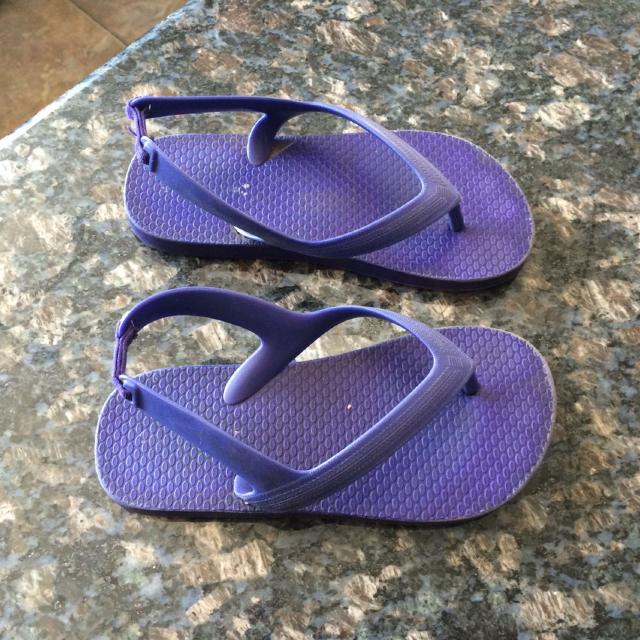 8c5fd8610fd5 Find more Old Navy Toddler Flip Flops for sale at up to 90% off