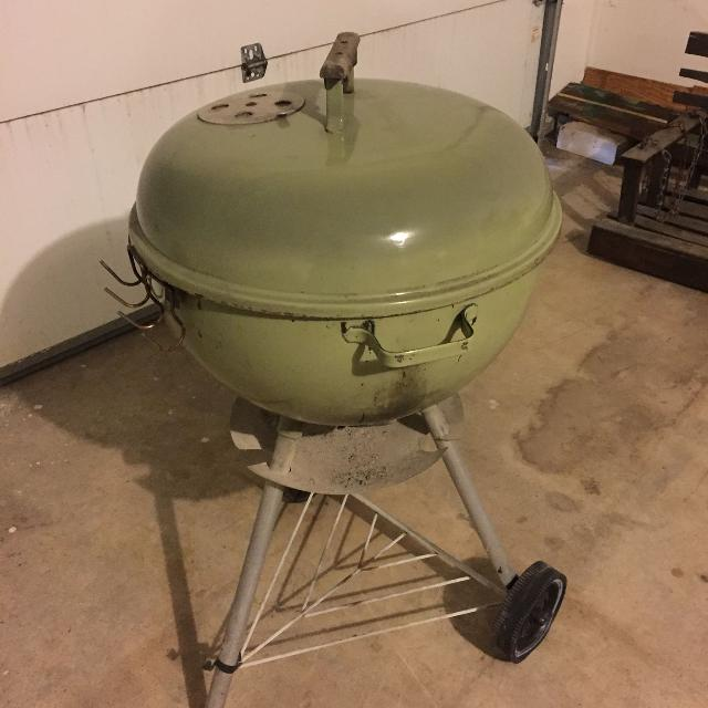 Vintage Weber kettle grill  Amazing condition  Very cool light green color   Very clean  Price reduced  Credit cards accepted