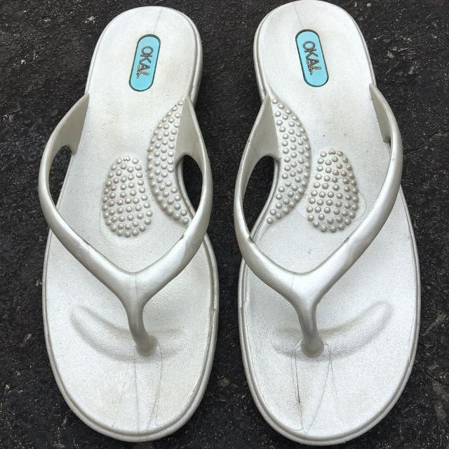 4508261eaee12f Best Euc Oka Sandals (size S (6)) for sale in Clarington