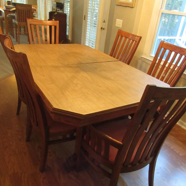 Richardson Brothers Dining Table Set