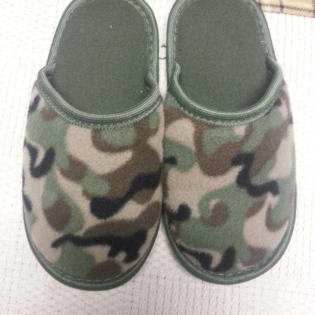 6a26e61029ab6 Best Boys Size 13/1 Camo Slippers Like New Barely Worn for sale