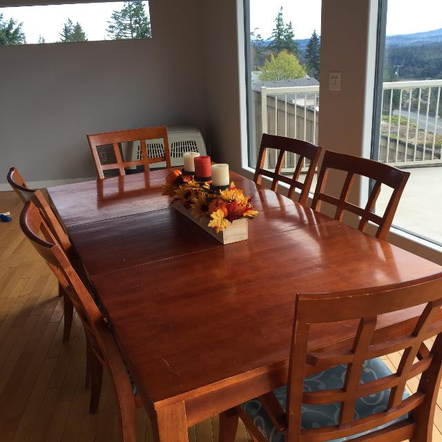 Large Solid Wood Dining Room Table With 6 Chairs And 2 Removable Leaves