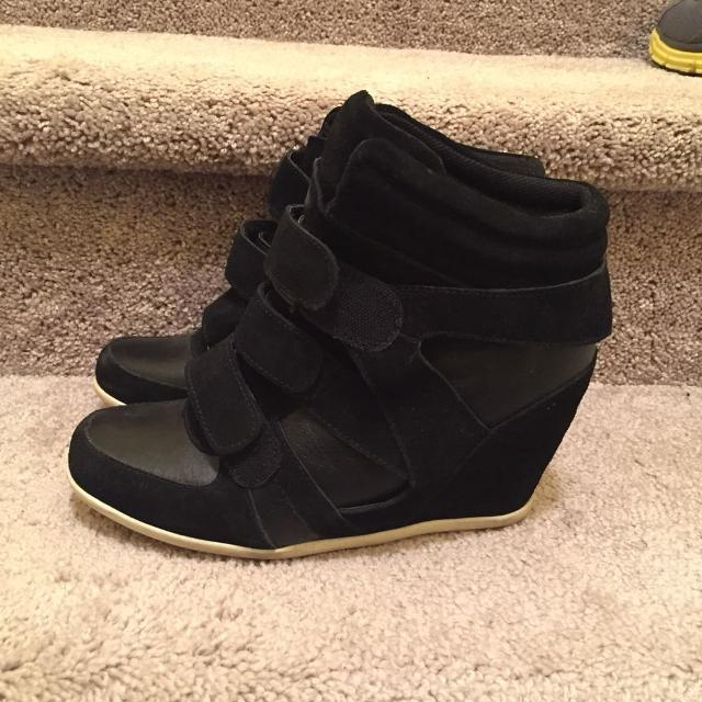 b3aab3fe70c Find more Steve Madden Hidden Wedge Fashion Sneakers (size 10-11 ...