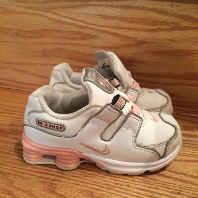 huge discount aea56 fc34a White and light pink Nike Shox! Size 8