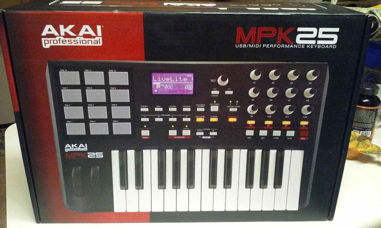 AKAI Professional MPK 25 USB/MIDI Performance Keyboard