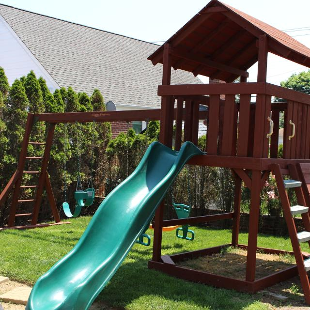 Creative playthings swing set home ideas for Creative swing set ideas