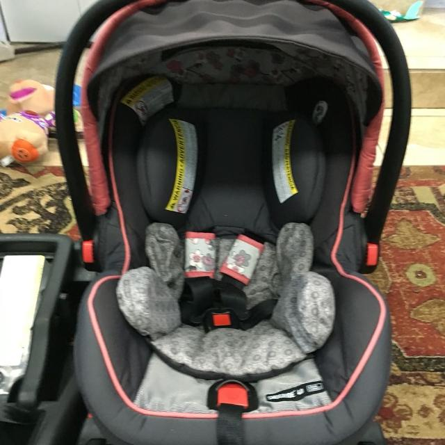 find more graco snugride click connect 40 infant car seat emma for sale at up to 90 off. Black Bedroom Furniture Sets. Home Design Ideas