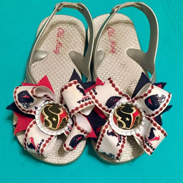 256cae4039db Find more Custom Texans Bows On Toddler Size  9 Old Navy Silver Flip ...