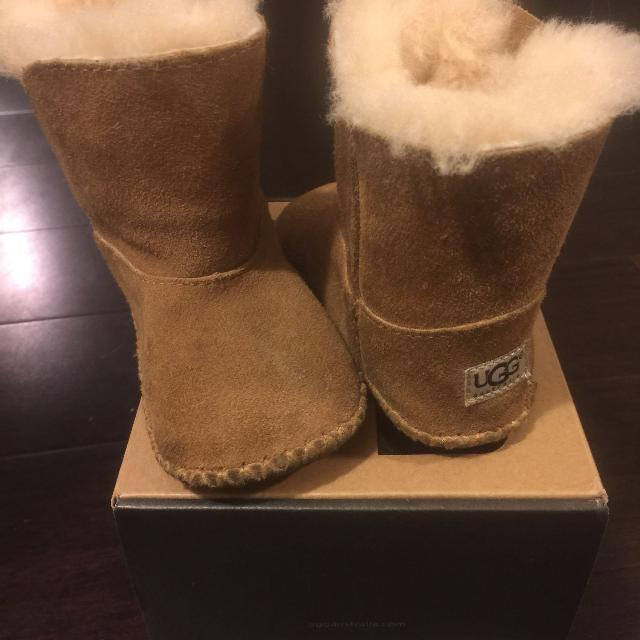 a5915dc0b35 Toddler Ugg boots Size 4/5