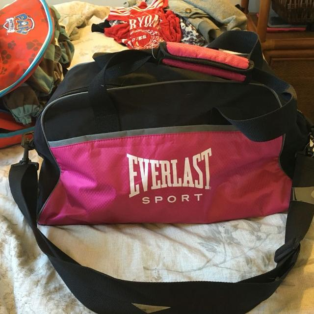 b3c06bf15d19 Find more Everlast Sport Bag for sale at up to 90% off
