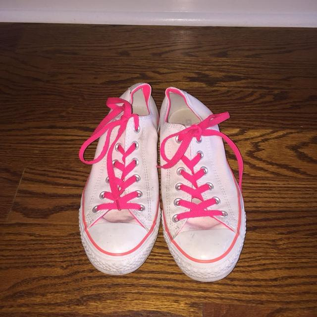 04be3690158642 Find more Converse White Converse With Neon Pink Laces And Detail ...