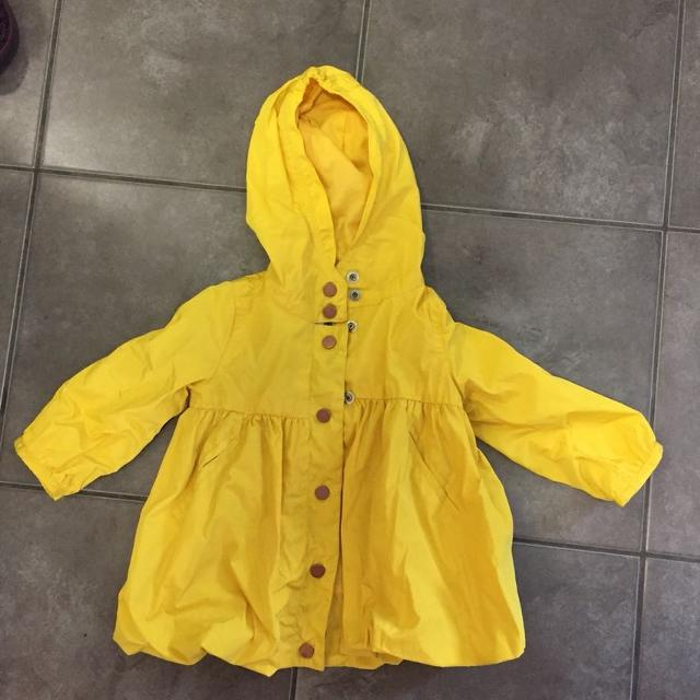 4265454e4dd5 Find more Girls 18 Months Oshkosh Spring Coat for sale at up to 90% off