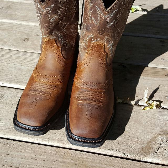 2e7fb787b72 Brand new Ariat cowboy/work boots