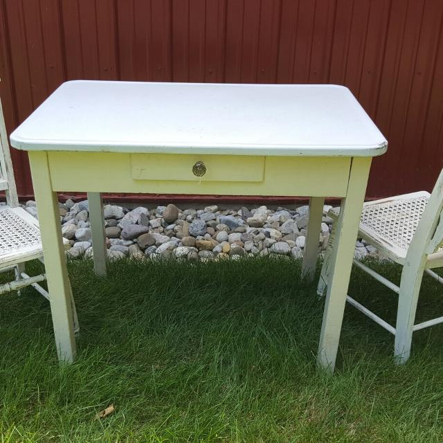 Vintage enamel top table with 2 chairs