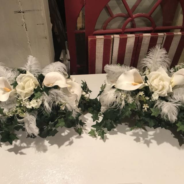Great gatsby floral arrangements with gold base