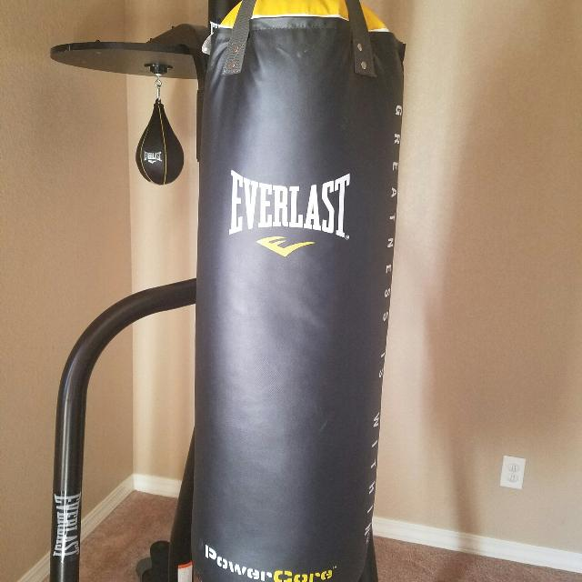 Everlast Core 2 Station Stand And Bag Kit Punching