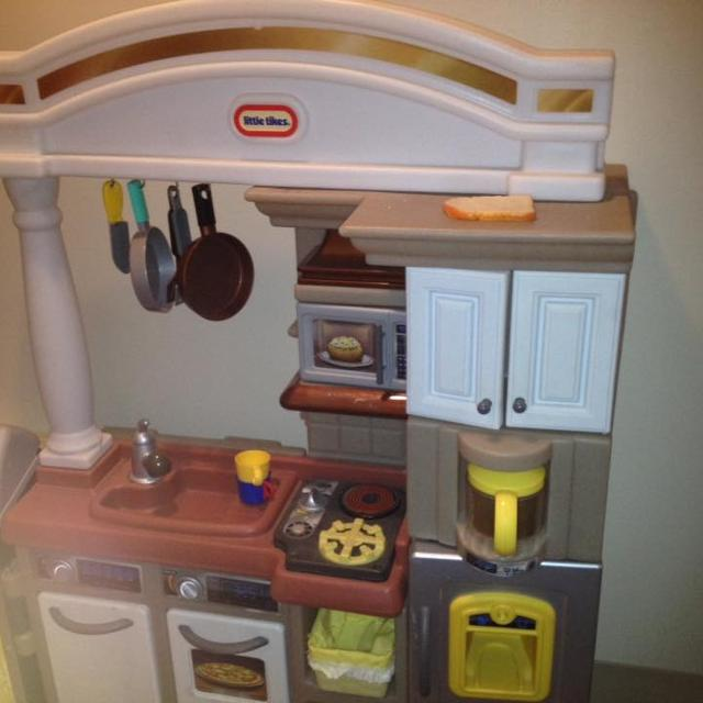 Little Tikes Kitchen, grill combo with 100 single pieces