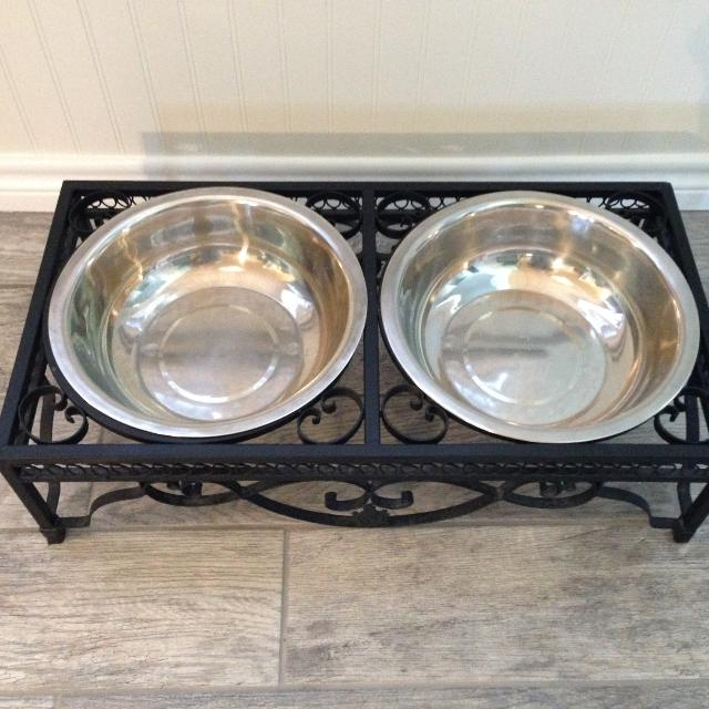 Metal Pet Bowl Stand With Two Bowls