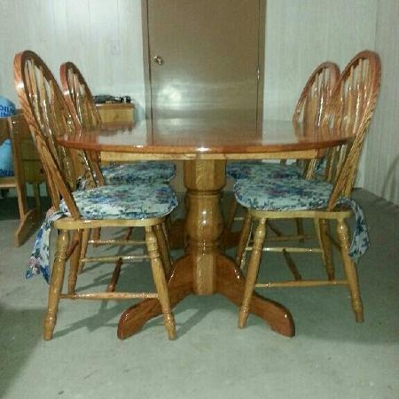 Table and chairs for sale  Canada