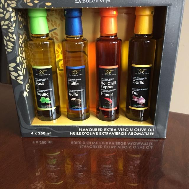 Flavoured extra virgin olive oils  Gift pack  Brand new!!