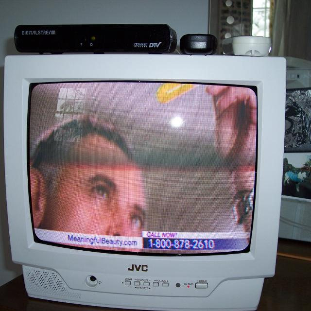 JVC TV WITH DTV DIGITAL TO ANALOG CONVERTER BOX