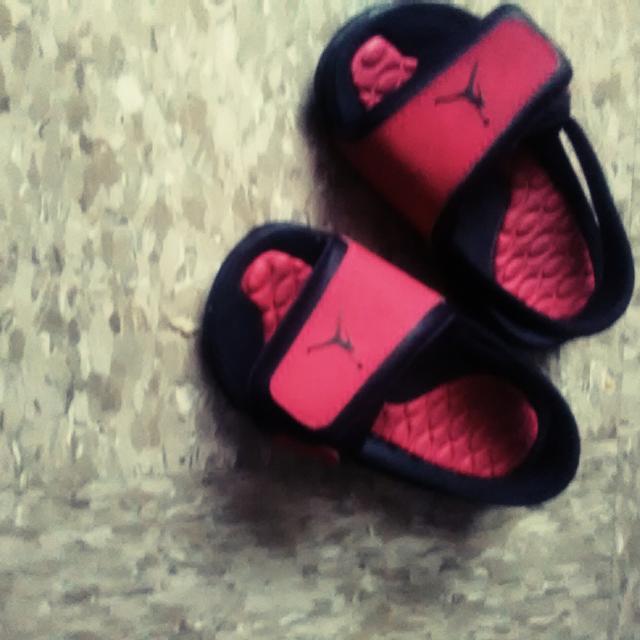 ec5c0ba62caa Best Pink And Black Jordan Slides. Toddler Girl 4 for sale