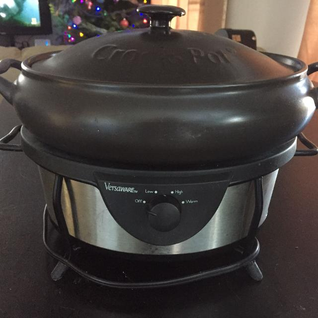 best versaweare cast iron crock pot for sale in sioux lookout ontario for 2018. Black Bedroom Furniture Sets. Home Design Ideas