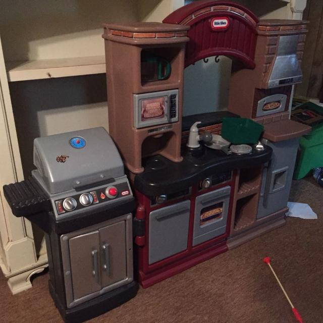 REDUCED FOR QUICK SALE**Little Tikes Brick Oven Pizza Kitchen