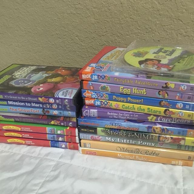 18 Children's DVD lot